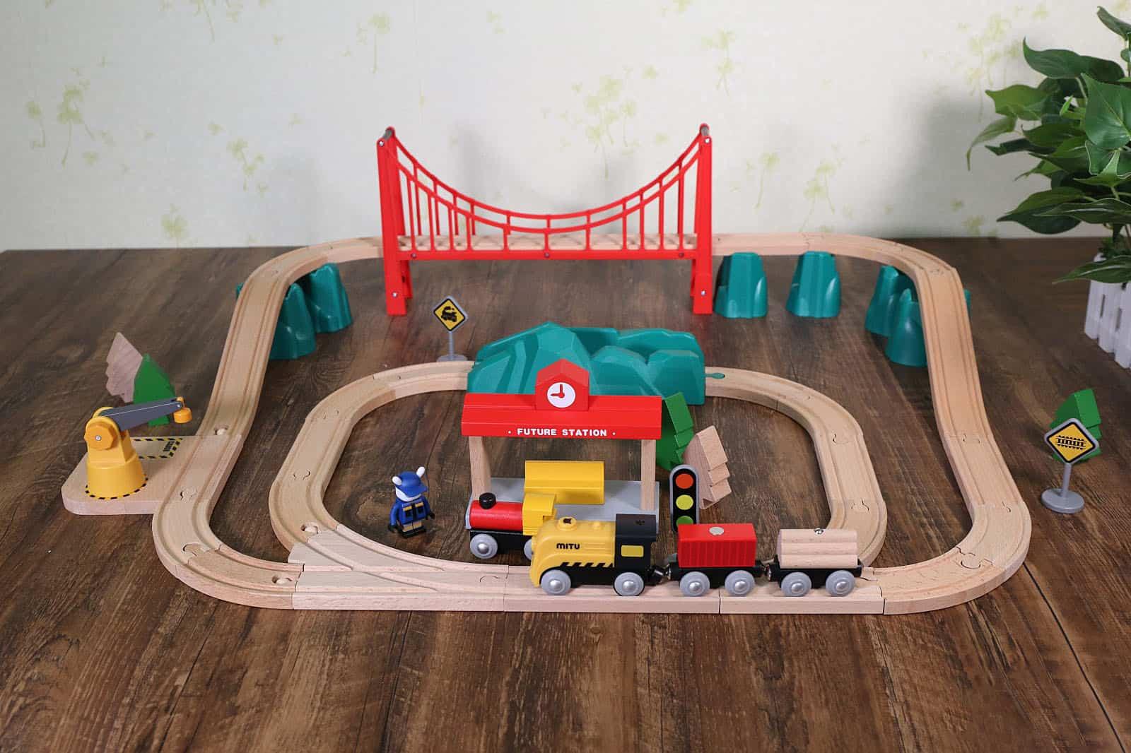 Set Treno Presente per Bambini Locomotiva elettrica Magnetica Trenino in Legno Trenino Magnetico Treno Ferroviario Giocattolo in Miniatura