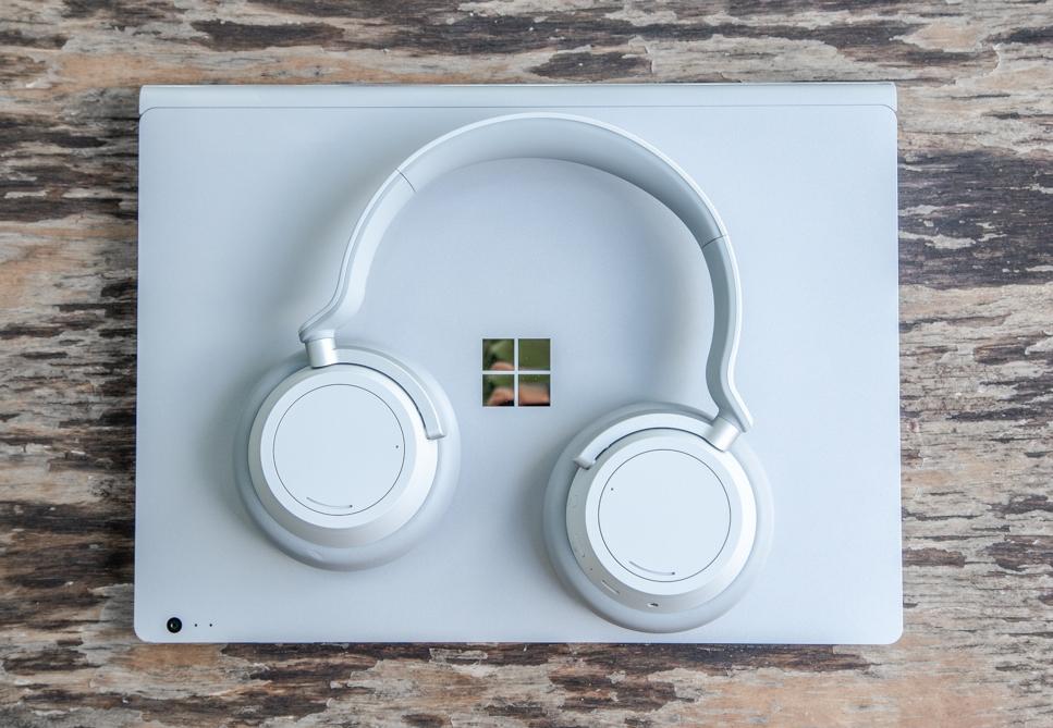 Cuffie e portatile Microsoft Surface grigio